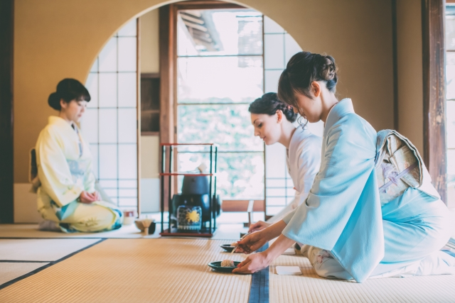 茶室の外国人女性